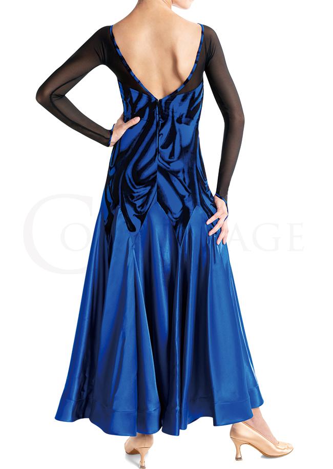 落ち着いた青のドレスコード